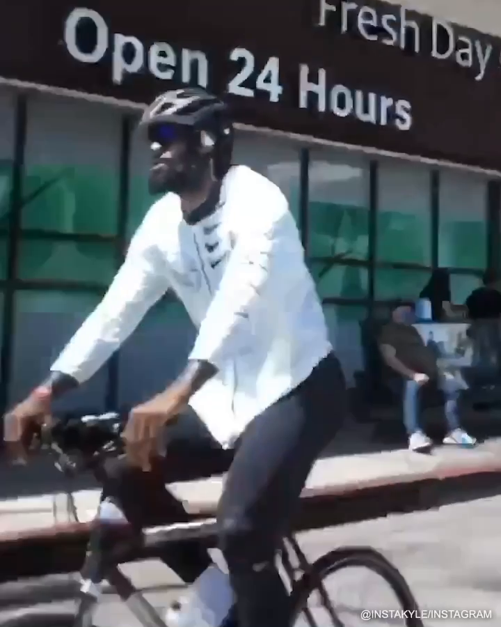 He drove by and saw LeBron, AD and JR Smith out for a bike ride in LA today 🚲 (via instakyle/Instagram)