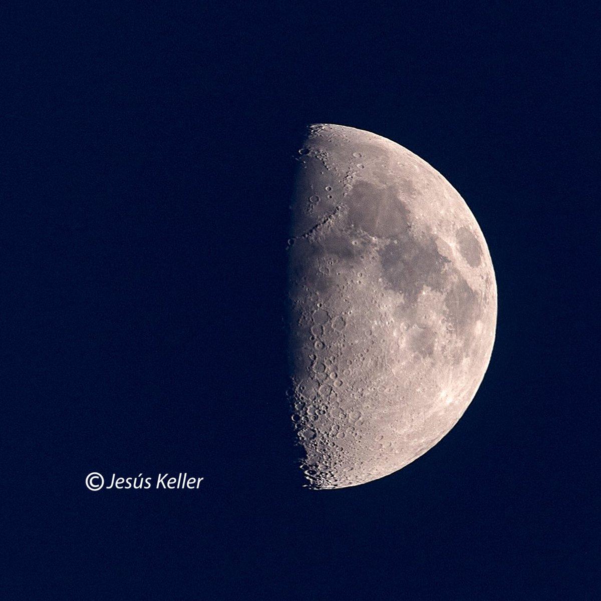 #luna #moon #hoy  #desdelaventana #desdemiventana #primavera  @canonespana #canonespaña #historiasencasa #canoneos #canoneos1dsmarkiii #canonlens #canonef100400lisusmii #extender14xii f14 1/160s #ıso400 560mm.pic.twitter.com/xSLNjrmAGZ