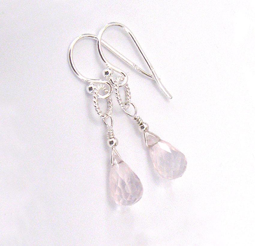 Rose Quartz Gemstone Briolette Earrings, Sterling Silver Petite Drop Earrings Blush Pink https://etsy.me/2qU2yXb #jetteam #giftforwomen pic.twitter.com/vRwiIT5fS9