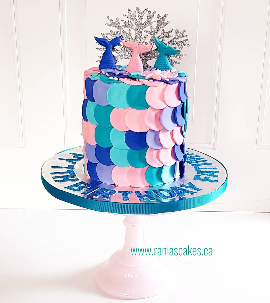 A #Mermaid #theme has always been a #birthdaygirl favorite 🧜♀️  #birthday #cake #fondant #buttercream #customcakes #eventplanner #occasion #cakemaker #gtacakes #mississaugacakes #torontocakes #foodie #bakery #sweet #occasions #underthesea #girlcakes #rainbowcakes #pink #blue