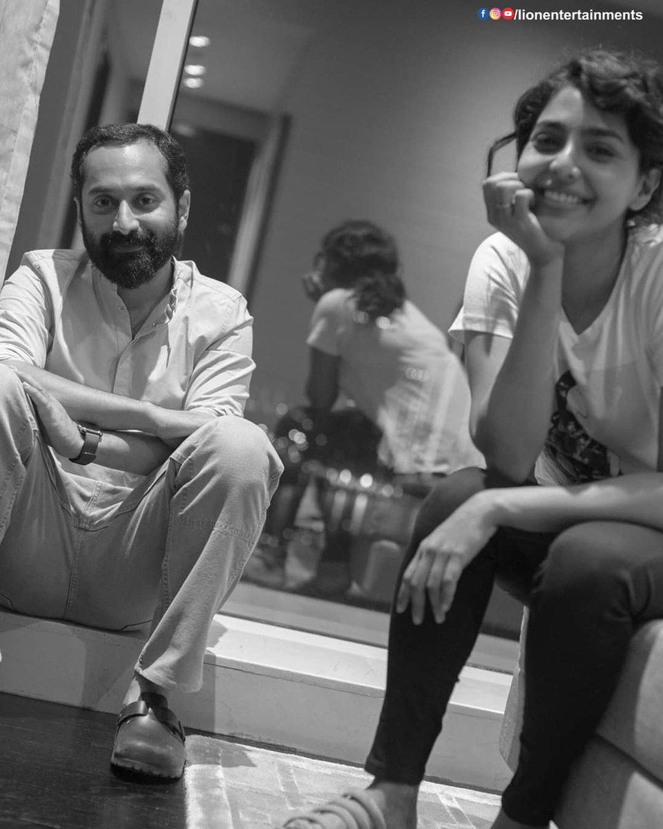 #Throwback to this beautiful picture of #FahadhFaasil and #AiswaryaLakshmi from the sets of Varathan movie pic.twitter.com/jggD9wyLDu