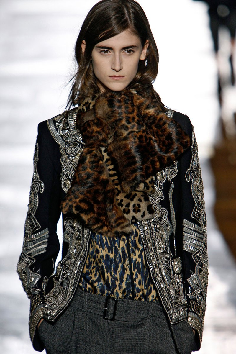 #DriesVanNoten leopard printed mink scarf. FLASHBACK TO THE PAST DECADE RUNWAY. As featured on INFUR issue 21. #infurmagazine #infurmag #fashion #slowfashion #fur #ootd #runway #fashionstyle #fashionnova #fashionweek #fashionstatement #wiwt #tbt #throwback #trends #trend #trendy https://t.co/ybzzisPy7K