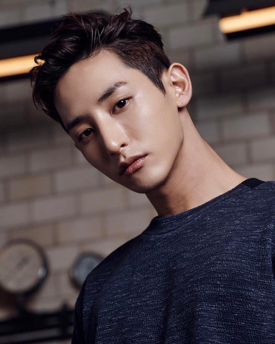 Happy Birthday Lee Soo Hyuk   #ShiningLeeSooHyukDaypic.twitter.com/4FF3oT1oZk