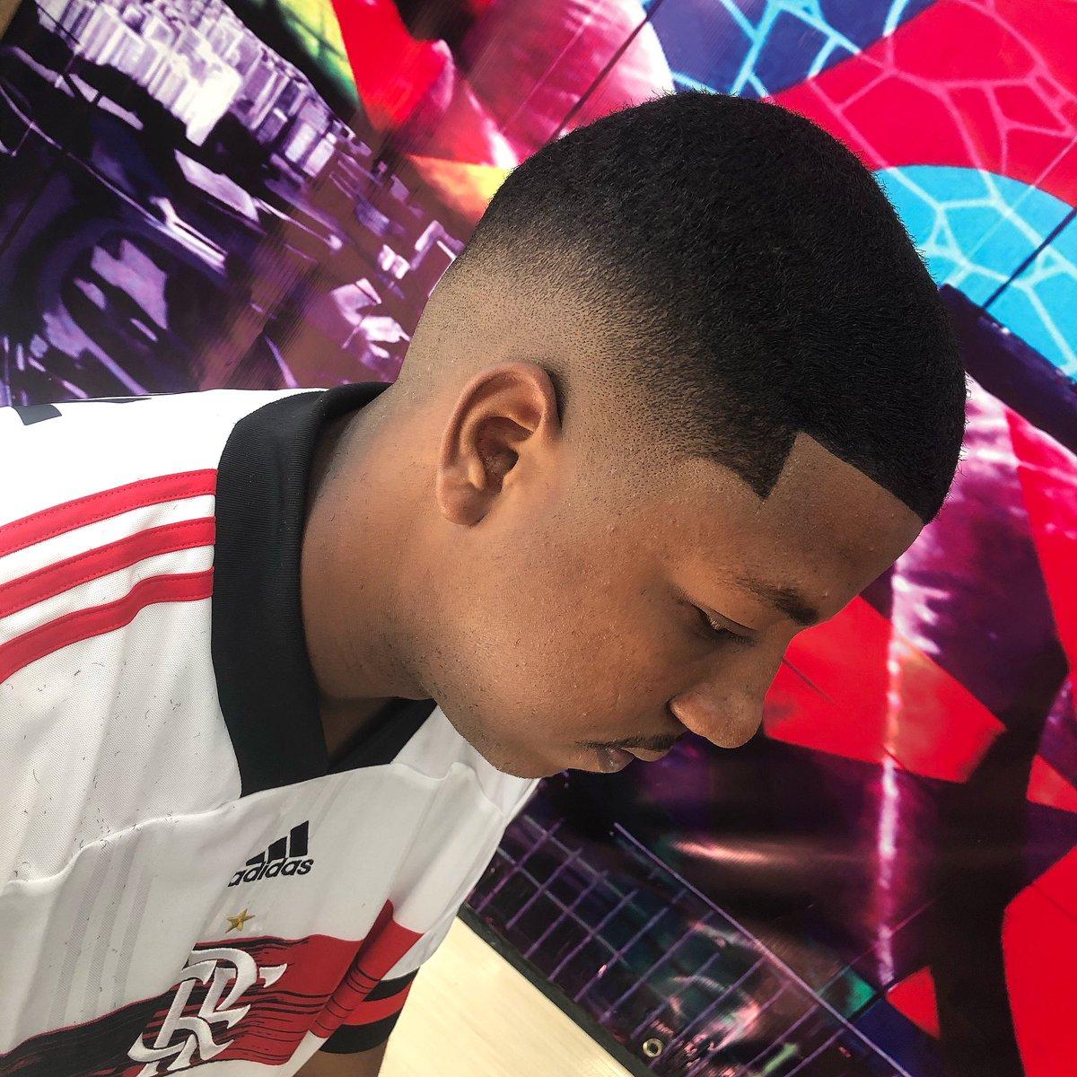@vbandeira86 #barbersince98 #barberlife  #barberlifestyle #lowfade #haircolor #barbernations #thebarberpost #barbershop #faded #Fade #barberlife #barberlessons_ #brasilbarbers #riodejaneiro #barbero #hairstyle #brazilianhair #barbering #barcelona #barbergrind #barbers #fadepic.twitter.com/LOSFRDTqEP