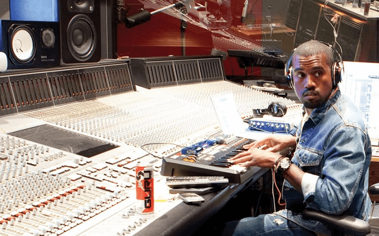 All of the tracks Kanye produced alone on his albums, a thread <br>http://pic.twitter.com/HMANRToNGM