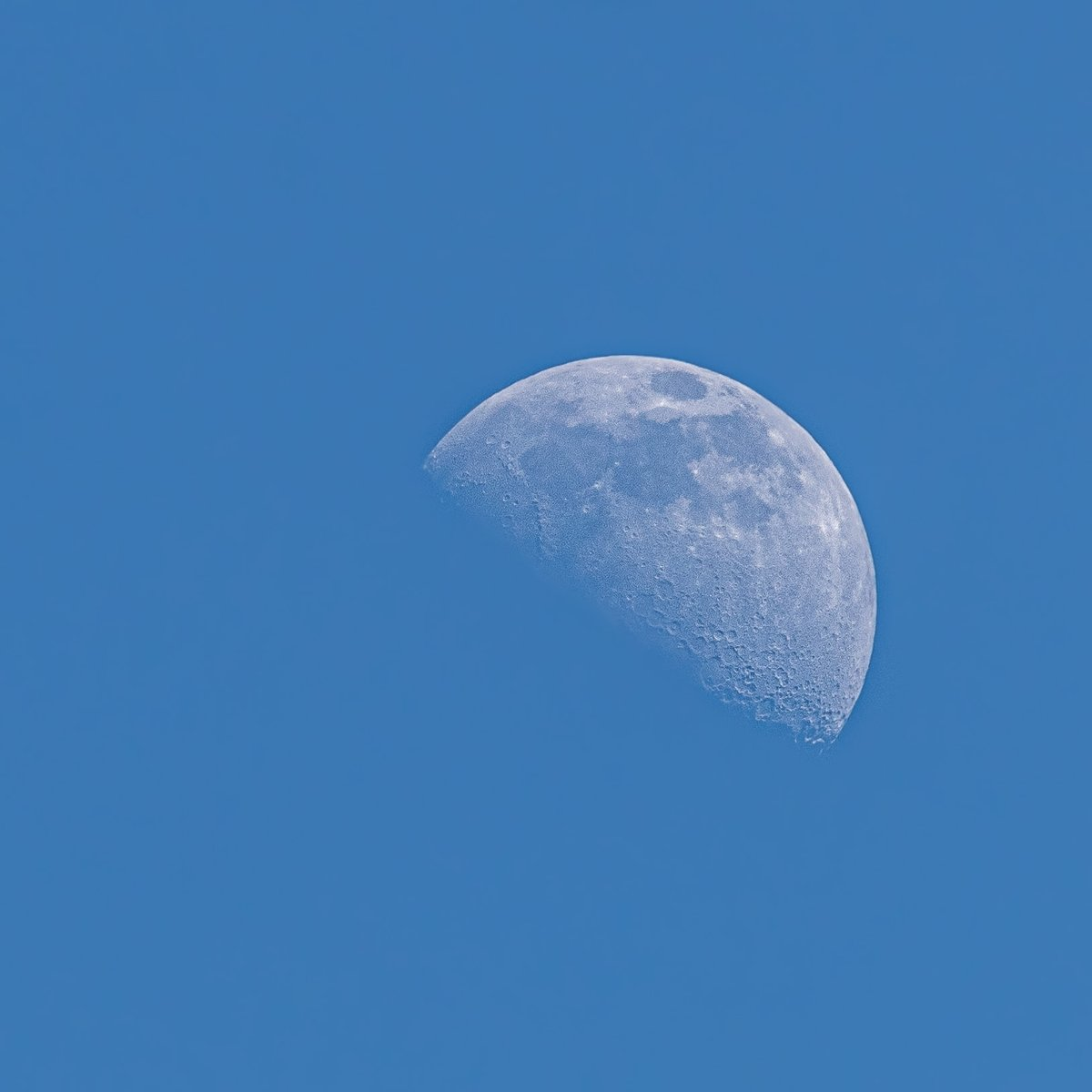 The moon approximately 1 hour ago, 56% via Canon 300m L on Canon 80D @VirtualAstro @CathAdams1973  #SpaceX  #moon