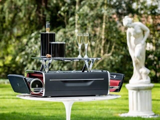 Rolls-Royce is selling a champagne chest that costs over R824 897,83<br>http://pic.twitter.com/Zxa3jumq1r