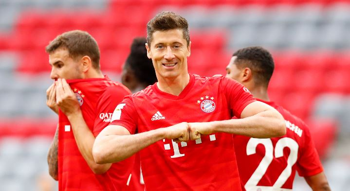 Robert Lewandowski scored twice against Fortuna Dusseldorf to equal his most prolific season as Bayern Munich moved 10 points clear at the top. Full story ➡ bbc.in/3eCJErZ #bbcfootball #Bundesliga