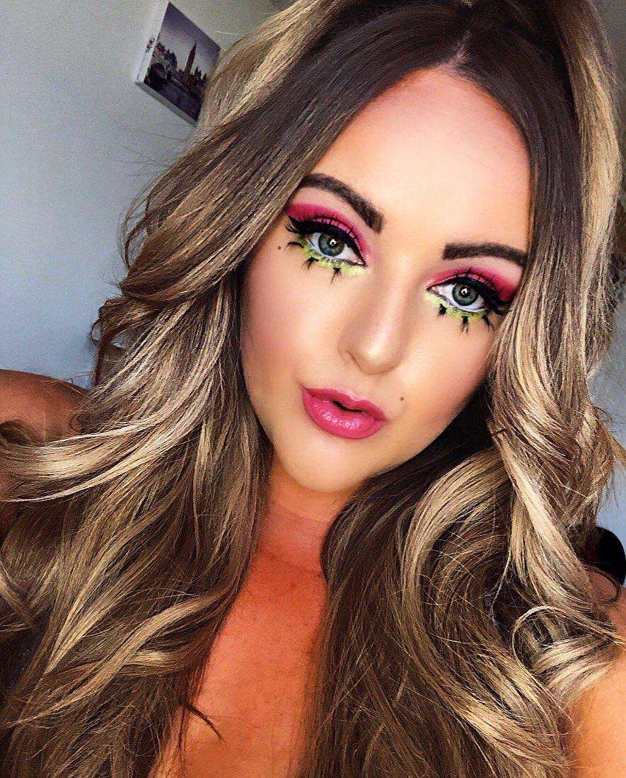 Inspired by favourite drag queen @aquariaofficial #makeupoftheday #eyeshadow #aquaria #ageofaquaria #rupaul #queen #werk  #makeupslaves #makeuptime #makeupideas #makeuplife #makeuplook #RuPaulsDragRacepic.twitter.com/PRInb6QW77
