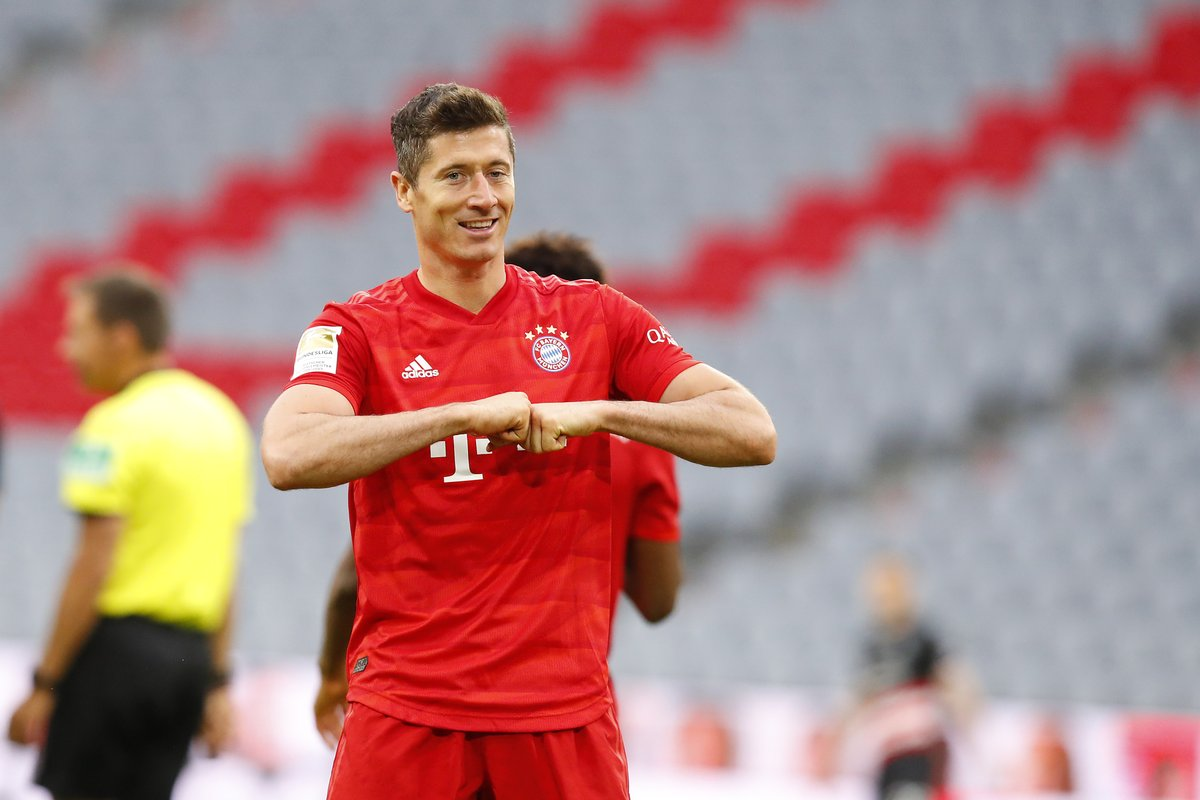 4️⃣3️⃣ goals 3️⃣7️⃣ games  2019/20 is the year of Robert Lewandowski 🔥  #FCBF95 https://t.co/lskUuE6vQF