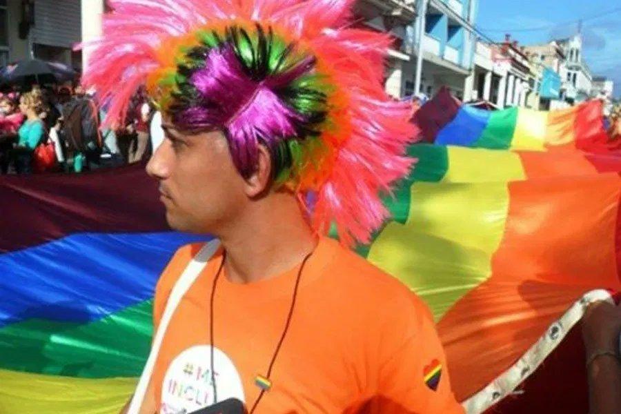 Activismo #LGBTI en #Cuba se enfoca al Código de Familias. El proyecto de #ley debe comenzar a discutirse por las y los parlamentarios cubanos en abril de 2021, de acuerdo con el cronograma legislativo previo a la covid-19.👉🏽https://t.co/6dKkX43n5d #género #MatrimonioIgualitario https://t.co/P52swGGHYe