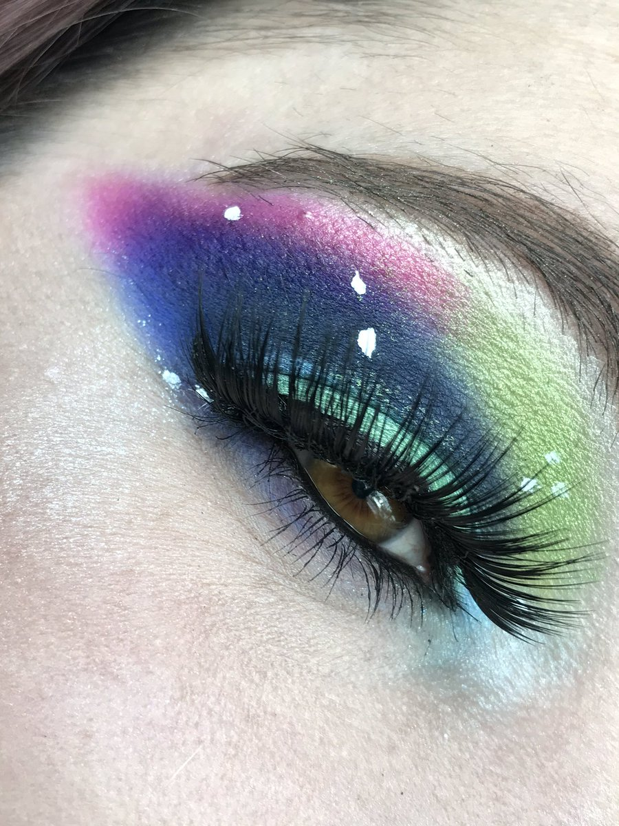 How do y'all not get the shimmer shades to crease onto your cut crease? Thanks loves! Xoxo #advice #makeup #help #galaxy #alien #JeffreeStarApproved