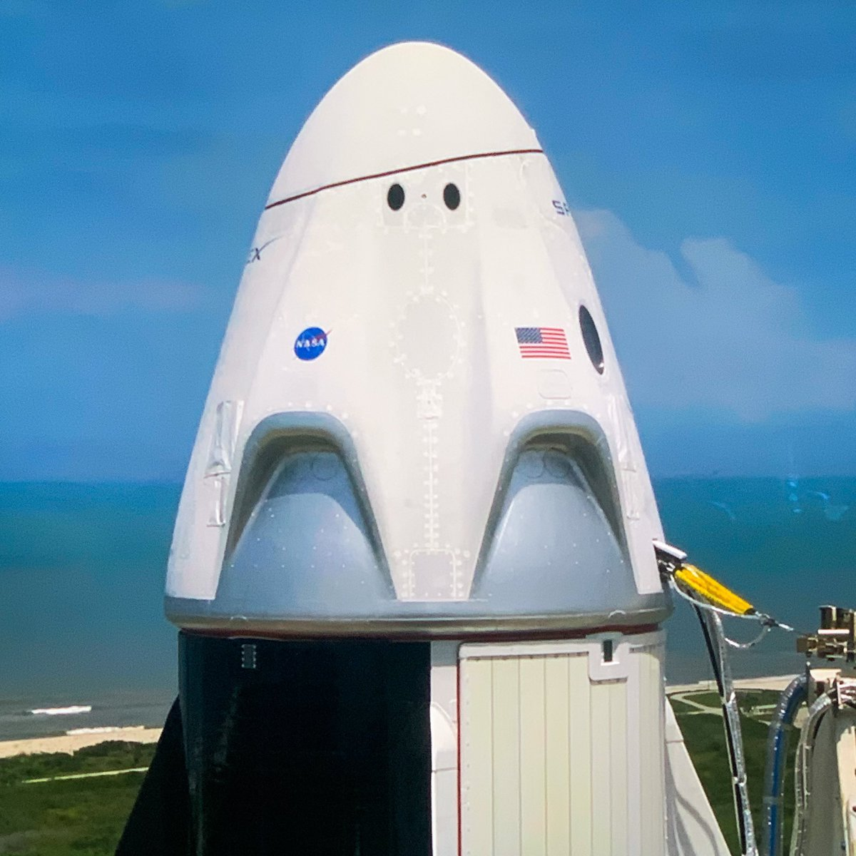 Is it me or the dragon looks like a pac-man ghost???   #LaunchAmerica #SpaceX #space #pacman pic.twitter.com/vqhzVs5C3J