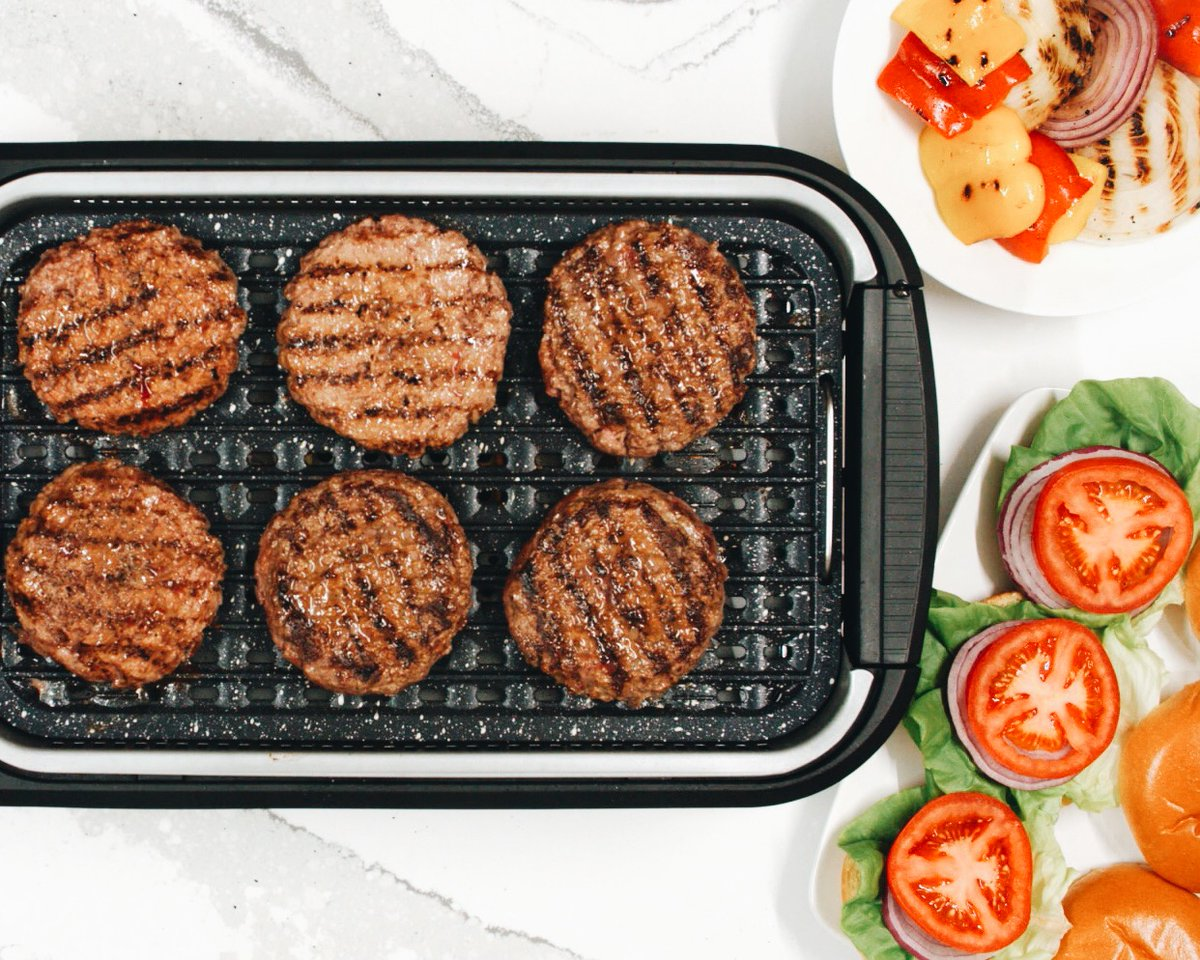 Bring the grill indoors with the Salton Smokless Grill. The perfect gift for dad! • #SaltonKitchen #Grill #GrillSeason #Grilling #IndoorGrill #FathersDayGift #atHomeChef #AtHome pic.twitter.com/ydG6uybVIs