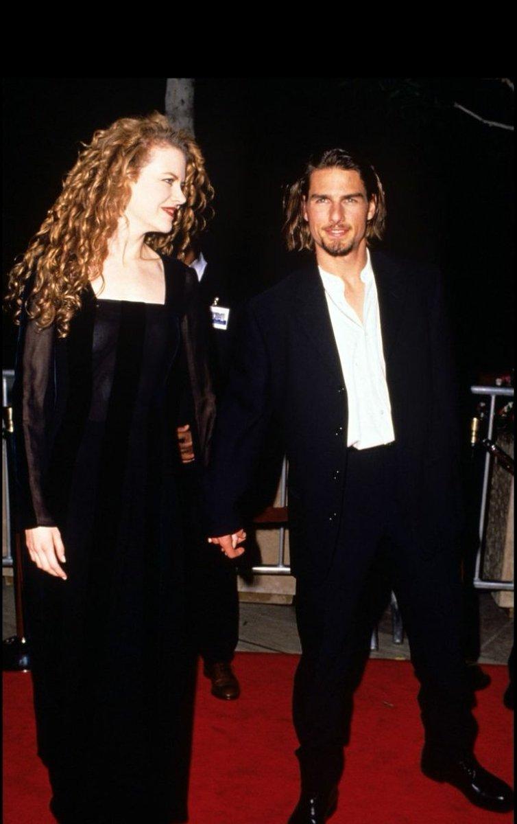 #Parejas  #Famosos   ✓ Nicole Kidman y Tom Cruise ✓ Elsa Pataky y Chris Hemsworth ✓ Jennifer Aniston y Brad Pitt  ✓ Victoria y Beckham   Elimina 1pic.twitter.com/XlpJXHTiyn