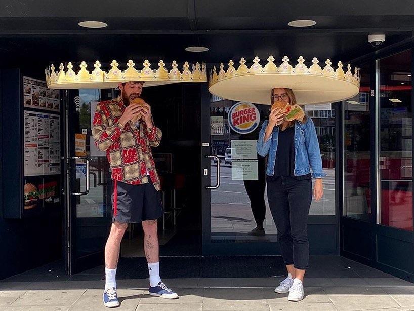 Burger King Duitsland deelt deze kronen uit zodat gasten voldoende afstand kunnen houden. 👑 https://t.co/PRiNxiDTeB