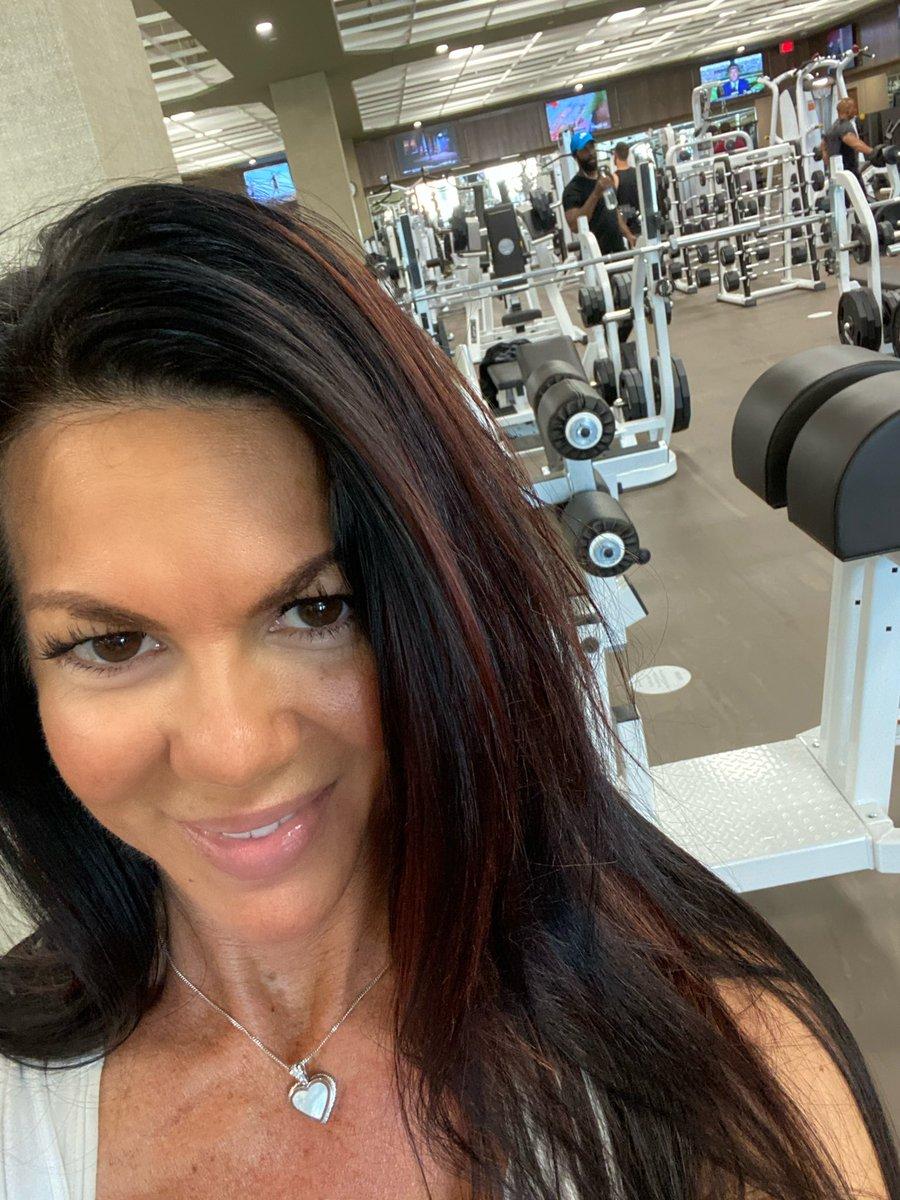 Yep! It's time! Feels good! #teamsteele #fit #fitness #fitnessmotivation #wellness #wellbeingadvisor #chicagonutritioncoach #discipline #accountabilitypic.twitter.com/pCgxxMKJGa