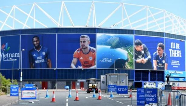 A Cardiff City member of staff has tested positive for #Covid19 in the latest round of testing. Full story 👉 bbc.in/2BiEKBZ #bbcfootball #coronavirus