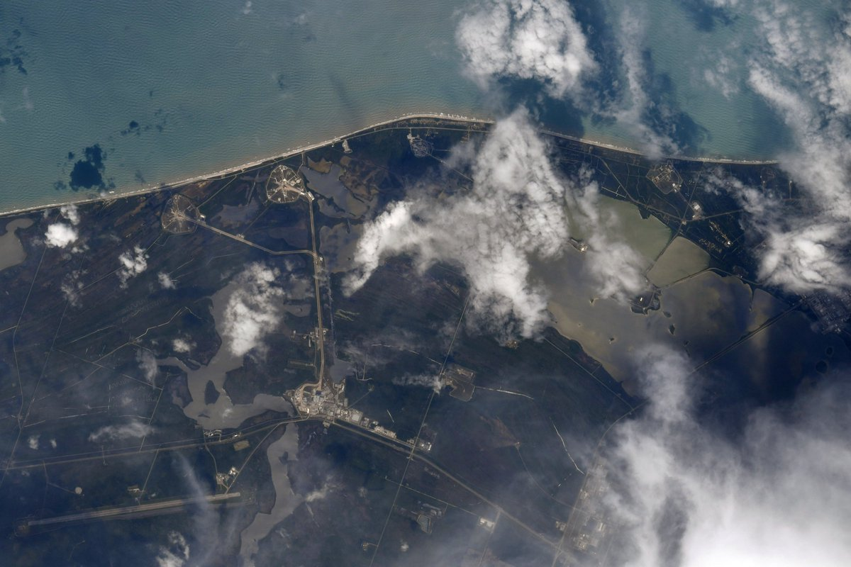 A view from the top from @Astro_SEAL on the @Space_Station 2 minutes before #LaunchAmerica!