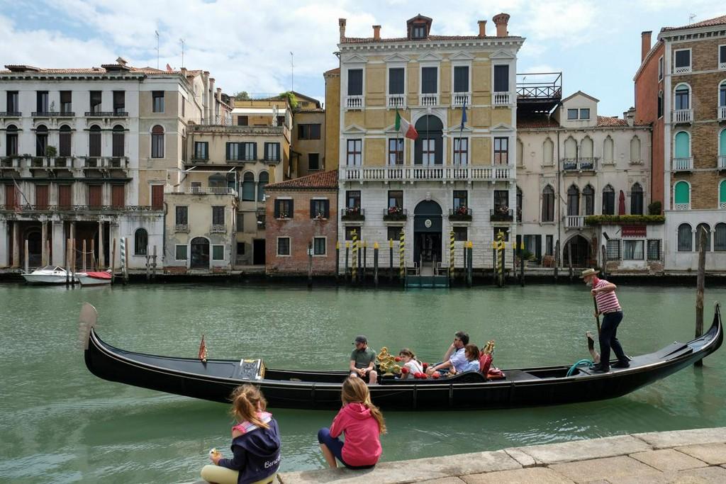 Italy records 111 new coronavirus deaths, 416 new cases