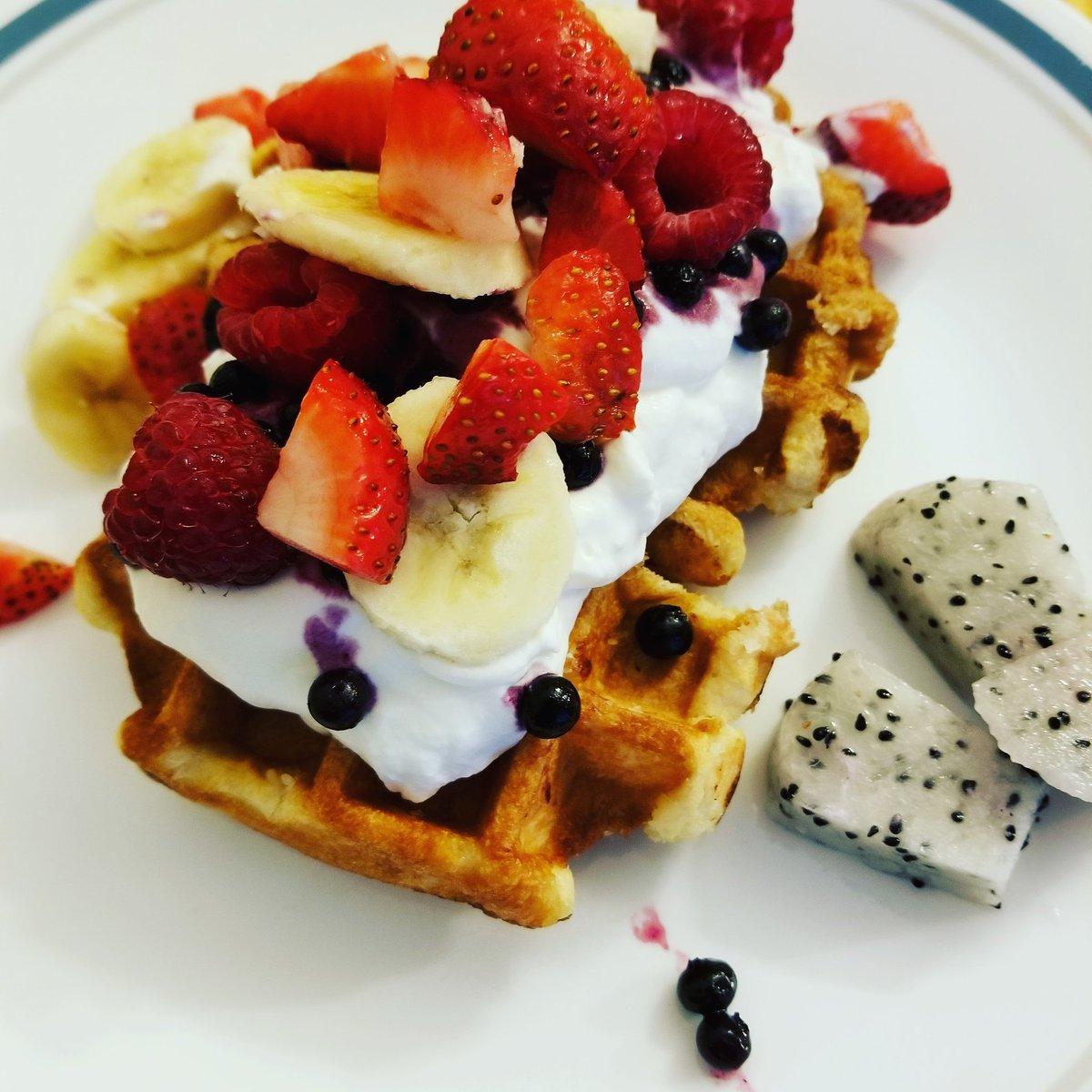 Breakfast for chubby champions! #fighterdiet #breakfastforchampions #breakfast #waffles https://t.co/DGF48rErlB
