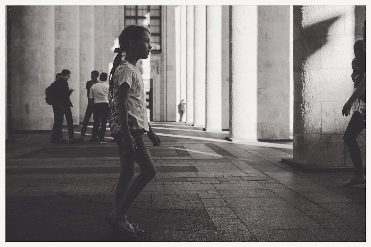 Memories- snaps in Paris   #日常  #fujifilm_xseries  #XH1 #cinematographer #SnapShoot  #darkroom #paris pic.twitter.com/RKX9TPD4Dx