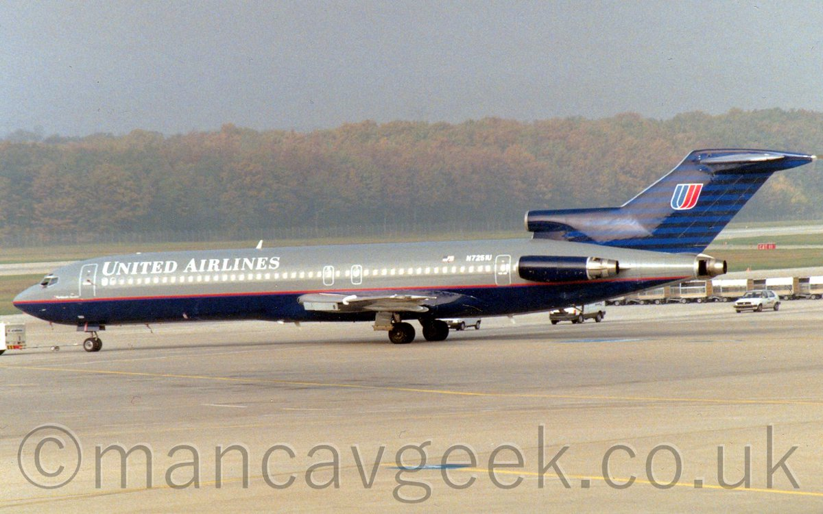 N7251U, Boeing 727-222, United Air Lines, at Geneva Cointrin, 29th October 1993. #avgeek #planespotting #geneva #cointrin #gva #lsgg #boeing #b727 #unitedAirlinespic.twitter.com/40tMzCbGXN