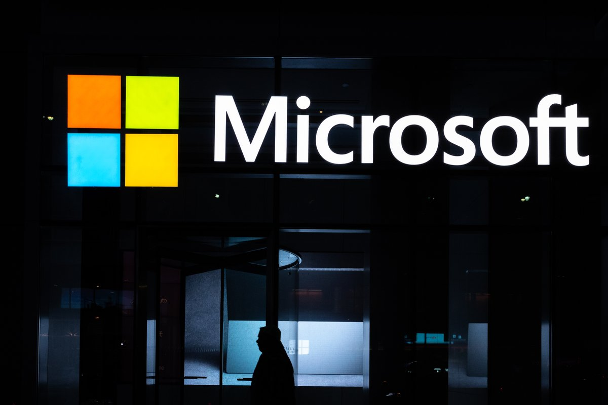 Microsoft is switching out MSN's contract journalists for artificial intelligence.  https:// gizmodo.com/microsofts-swi tching-out-msns-contract-journalists-for-1843782592  … <br>http://pic.twitter.com/Y81uyj47Ln