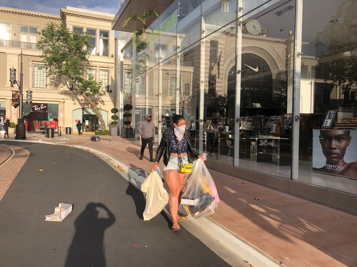 """This is Nordstroms at the Grove being looted. Security guys outside Nike begging protestors not to break in their store. """"We're one of you,"""" one said. https://t.co/IYcV36oEdS"""