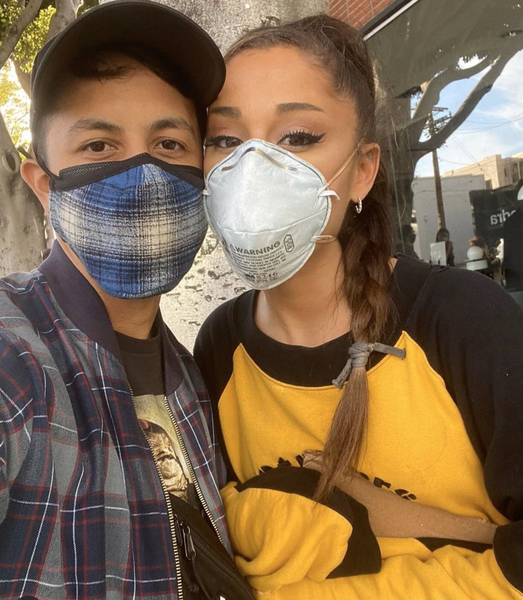 #Arianagrande while marching pic.twitter.com/7fCtAsGa2m