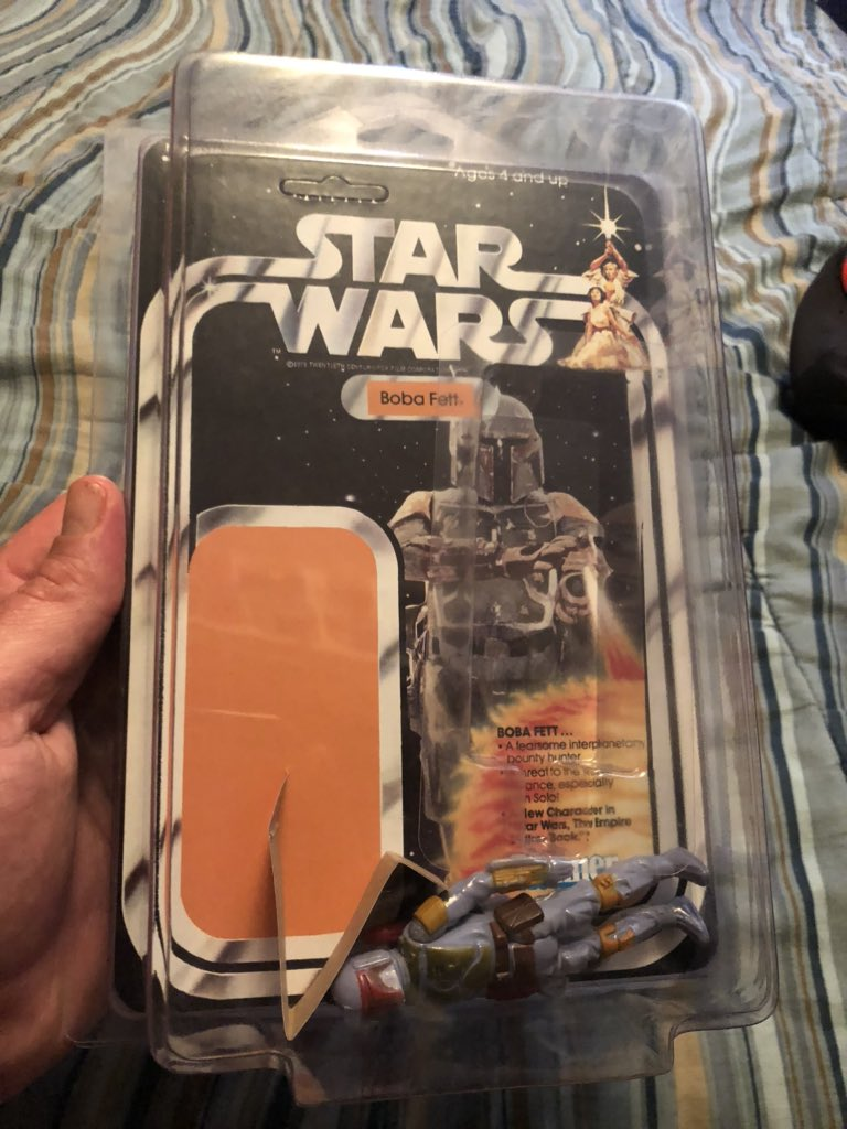 Just picked up this 1978 HongKong #Kenner #BobaFett $80 at a flea market the question is how do I glue the bubble on the card or is that damaging the card? this is how I bought him. (Please)I Must know how to repare it or let it stay as is what is your advice?pic.twitter.com/truqLQFxDv
