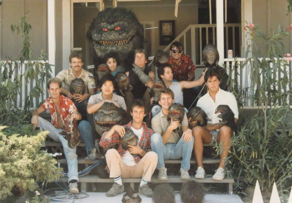 Critters behind the scenes group photo featuring the Chiodo brothers and crew. #80s #SciFi # Horror #movies #Critterspic.twitter.com/xaX1Swwelo