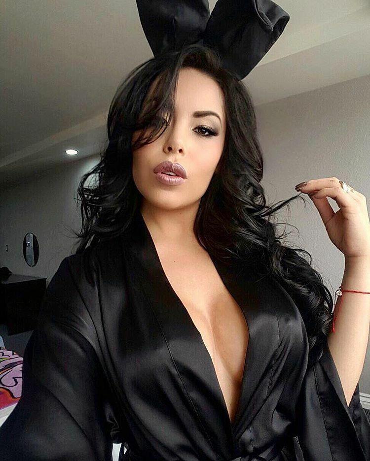 satin, lingerie, sexy pic.twitter.com/kot7yLhpcj