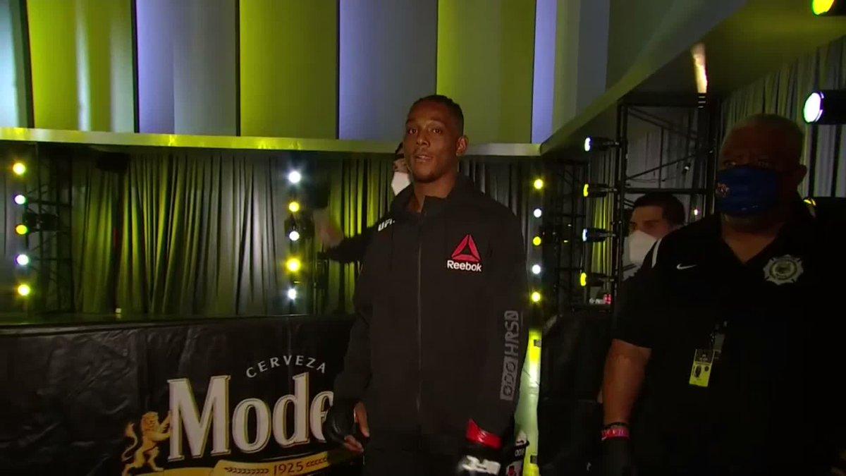 Un peleador invicto con un futuro prometedor, Hill llegó a la UFC vía #DWCS el verano pasado y en su debut se impuso ante Darko Stosic luego de tres asaltos #UFCVegas https://t.co/GEJq4DdHTz