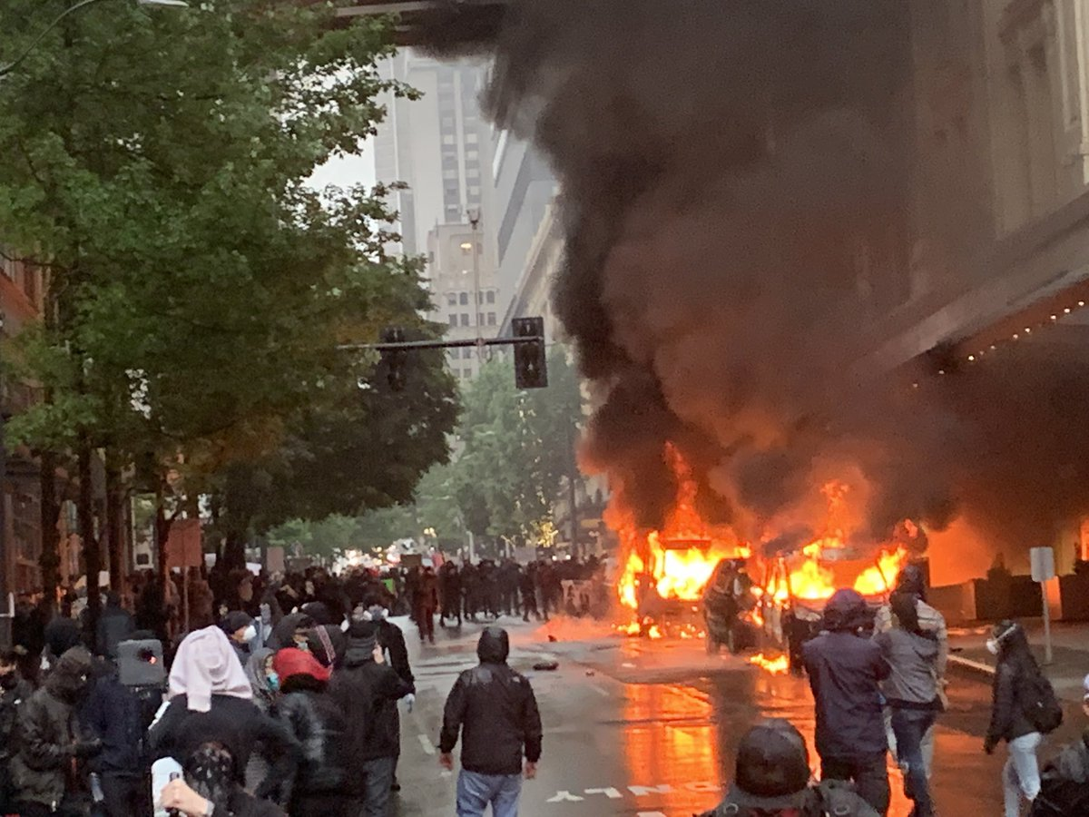 Taylor Evans On Twitter Happening Right Now Downtown Seattle Peaceful Protest Escalates As Cops Enforce With Batons Tear Gas And Pepper Spray Seattleprotest Seattlepd Georgefloydmurder Https T Co Gluhfgrnvt
