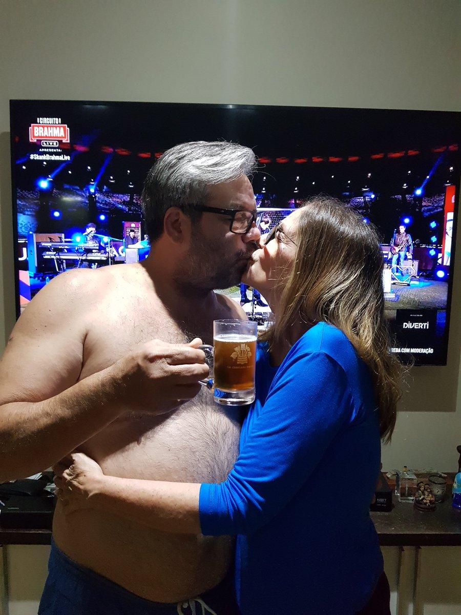 Meu marido contratou o show do Skank para comemorar o nosso aniversario de casamento. Só falta chegar maismais Brahma!!! #SkankNoMineirãopic.twitter.com/TbtLlW10kE