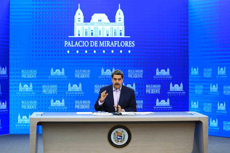 Presidente @NicolasMaduro anunció que la gasolina en Venezuela podrá pagarse con #Petro Importante conservar tus Petros para pagar la gasolina #NuevaFaseDeFlexibilizacion