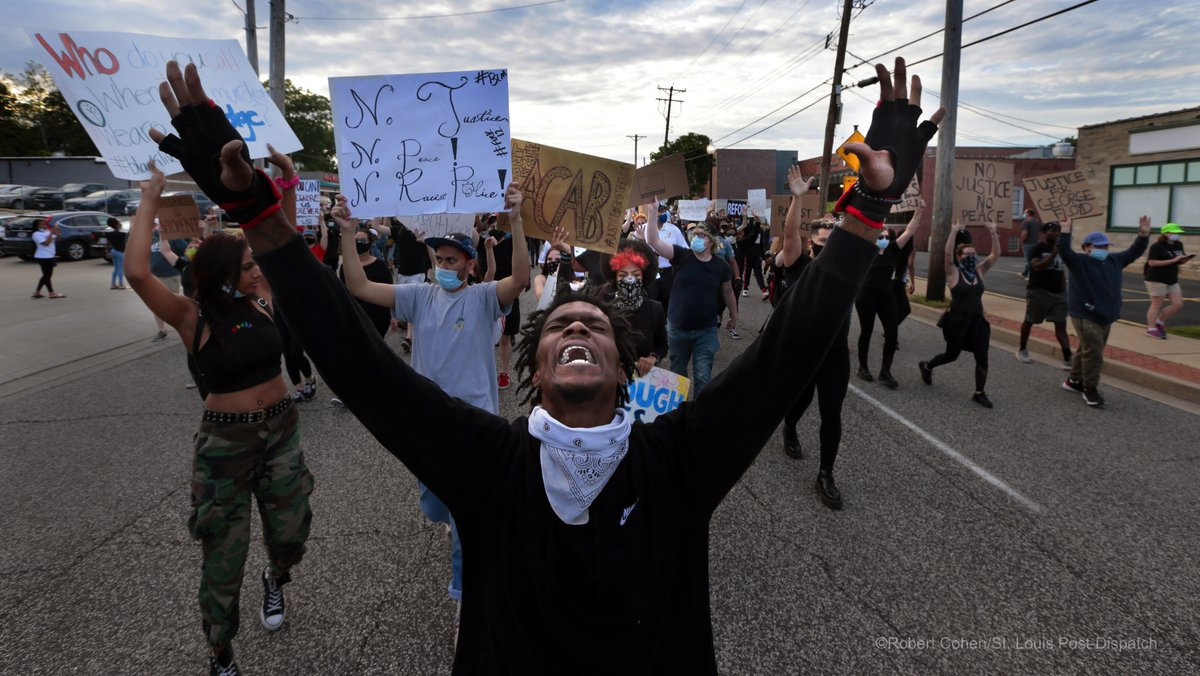 Protesters are marching in #Ferguson in front of the police station. #GeorgeFloyd #MikeBrown