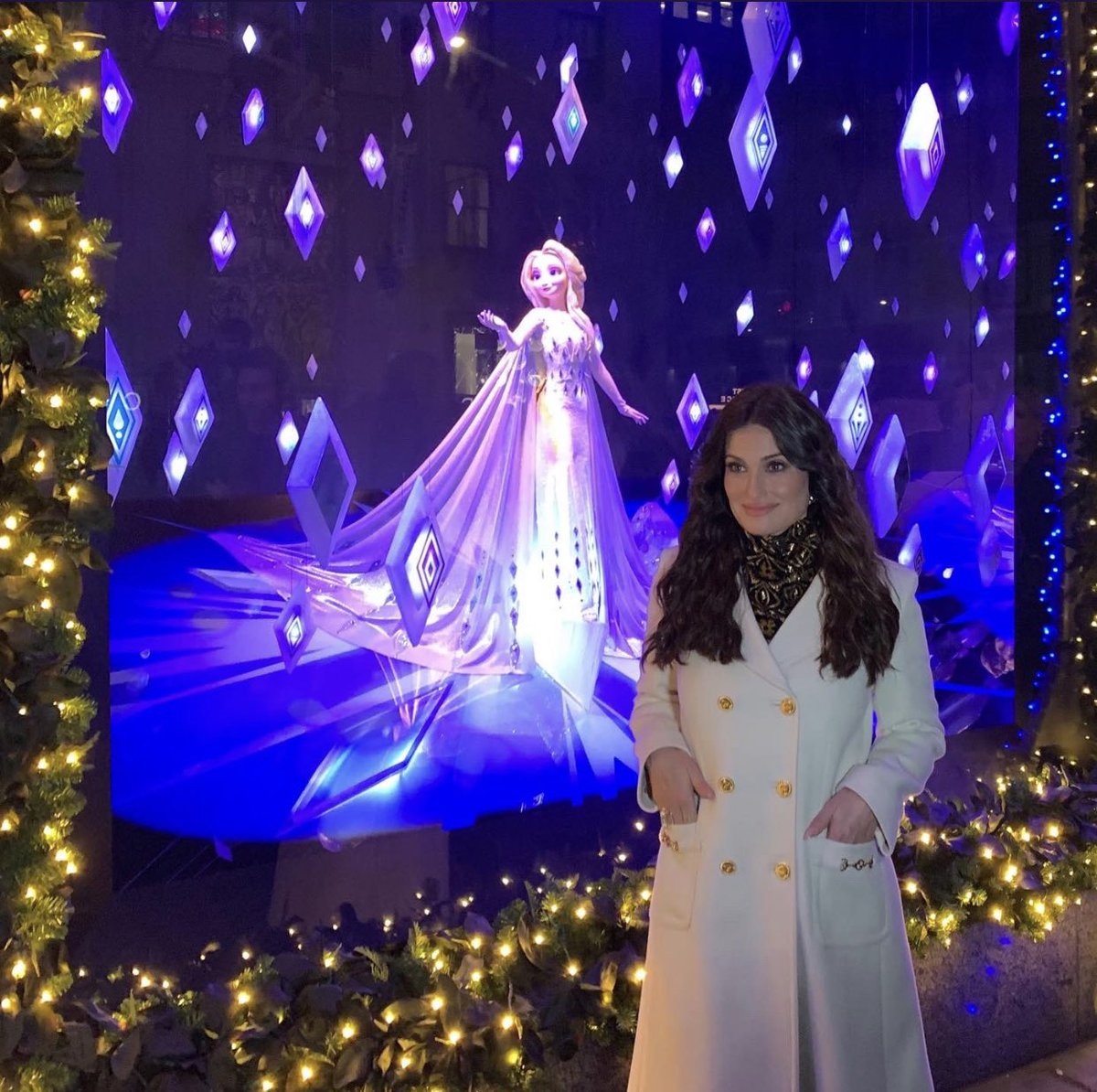 Happy Birthday to Queen Elsa herself @idinamenzel 😘#HappyBirthDay #IdinaMenzel #QueenElsa #Disney #Frozen2 https://t.co/nyzR57M3KH