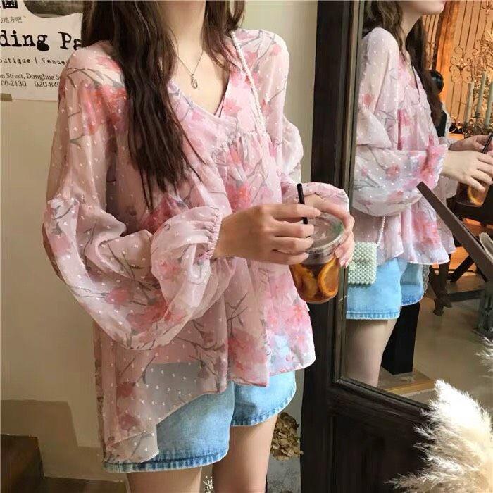 Sweety pink top เสื้อคอวีแขนบอลลูน ผ้ามุ้งตาข่ายเนื้อนิ่มอย่างดี พิมพ์ลายดอกไม้ 320.-https://shopee.co.th/product/85809080/3535073766?smtt=0.0.9… #เสื้อผ้าเกาหลี #เสื้อผ้าสไตล์เกาหลี #ถูกและดี #ฝากร้าน #ฝากรี #shopeeTH #ตลาดนัดblackpink #บอกต่อpic.twitter.com/sTHAyPZd5S