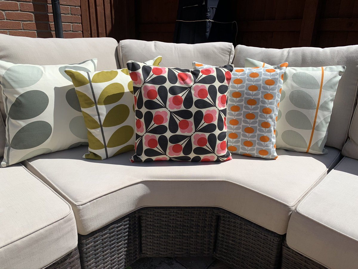 RT @kazys_krafts: Lovely handmade Cushion Covers 💕 #UKGiftHour #UKGiftAM #sundayvibes #gift https://t.co/4ijSOU24s7