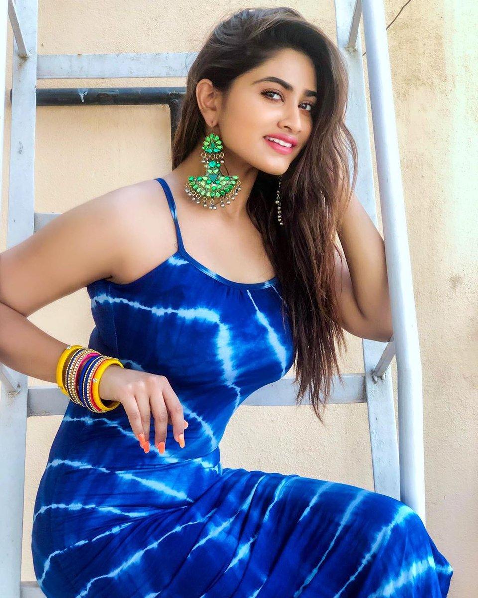 Beauty in Blue @Shivani_offl #ShivaniNarayanan #Model #ActressLife #PhotoMode #VijayTV #SerialArtistpic.twitter.com/ALX3SvFwGN