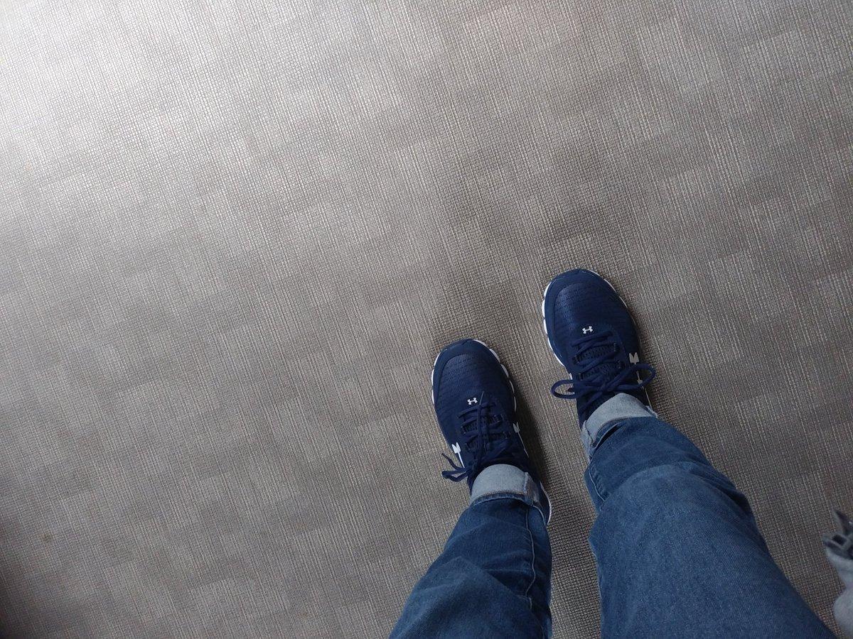 新しい靴どす あんだーあーまー #UnderArmour  #靴  #新品pic.twitter.com/yZNCZTE7rg