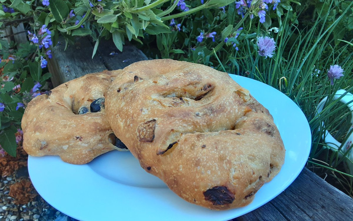 Our Mediterranean inspired fougasee... perfect for our picnic today#realbread #shoplocal pic.twitter.com/witIl5JbCp