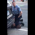 "Image for the Tweet beginning: ""因警察暴力執法致死""的非裔男子喬治·弗洛伊德初步屍檢報告當地時間30日出爐。報告稱弗洛伊德死於""心臟病和體內潛在的毒物"",而不是警察的絞殺窒息。警察對他的控制只是一個誘因,加劇了他的疾病發作。對此,弗洛伊德的家人堅稱不相信屍檢報告,他們聘請著名法醫病理學家重新進行屍檢。 #GeorgeFloyd"