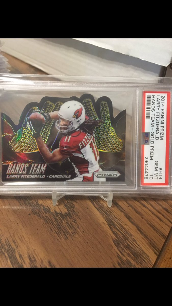 2014 @PaniniAmerica Prizm @LarryFitzgerald Hands Team gold serial numbered 6/10 & graded @PSAcard 10. I love the design of this card! pic.twitter.com/xEZVn8ZboO