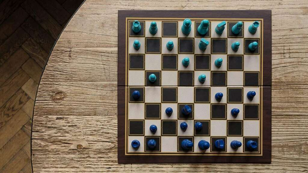 Ridley's Games Room Chess & Checkers Game Set has a fun, bright blue color scheme  https:// thegadgetflow.com/portfolio/chec kers-game-set/   …  #christmasgifthour<br>http://pic.twitter.com/VajNGmtRZ1