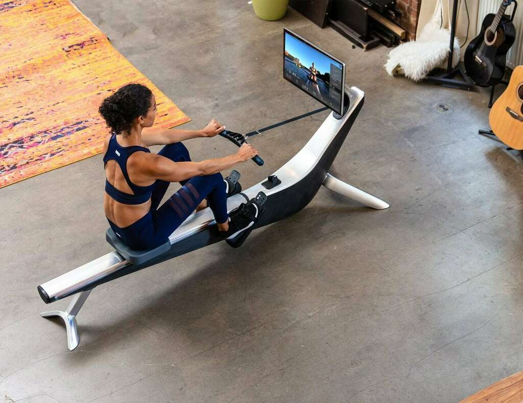 Hydrow Rower Connected Rowing Machine lets you join live classes  https:// thegadgetflow.com/portfolio/conn ected-rowing-machine/   …  #christmasgifthour<br>http://pic.twitter.com/vh1BKAIKuj