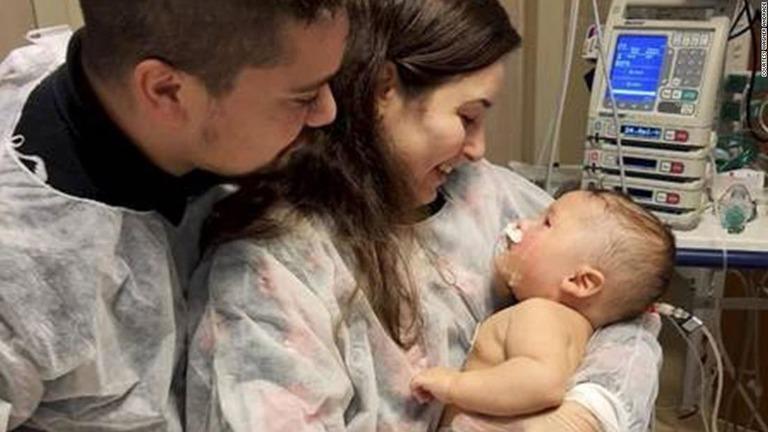ブラジルで新型コロナウイルスに感染し、1カ月以上にわたり人工的な昏睡(こんすい)状態にあった生後5カ月の男児が奇跡的に回復した。  ワグネル・アンドラーデさんの息子ドム君は、ブラジルの最大都市サンパウロ市内の病院で54日間の入院生… https://t.co/r5Lp6SnHCN