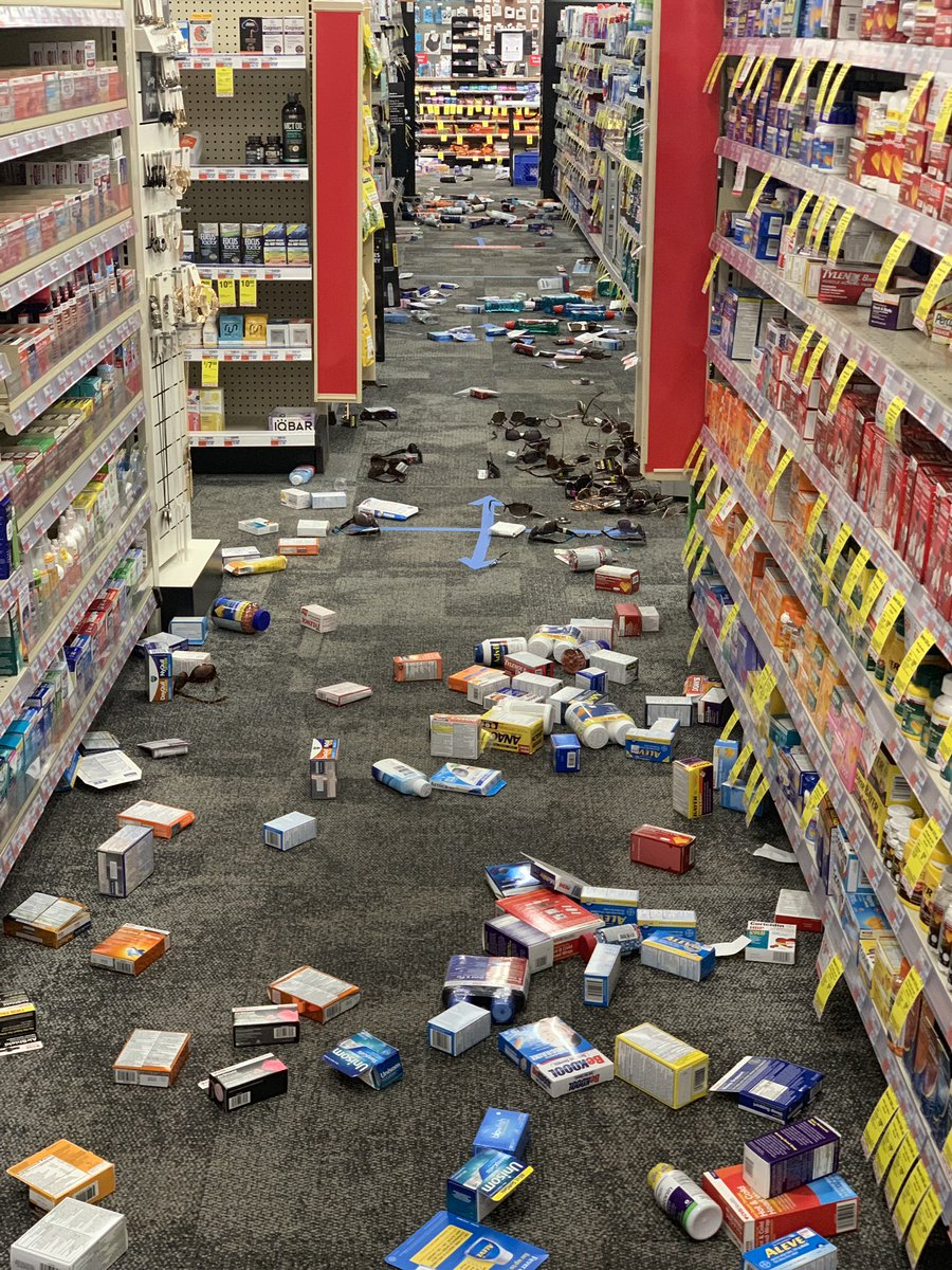 CVS on Penn and 19th NW looted.